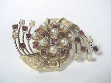 Vintage 60s-70s 14k yellow gold rubies and pearls pin.