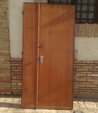 vecchia porta portone a due ante di ingresso vintage modernariato in legno