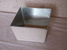Cache pot en métal 14 x 14 cm sur 8 cm de haut