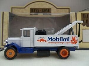 Lledo Days Gone - Mobiloil (French Words) - DG 27004 - 1934 Mack Breakdown Truck
