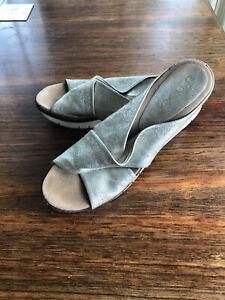 Womens UNISA Spain Summer Wedged  Platform Sandals  Sz 41 Pale Gold Upper