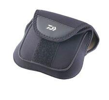 Daiwa Neopren Rollentasche für Baitcastrolle - 12x26cm - Modell 15805-101