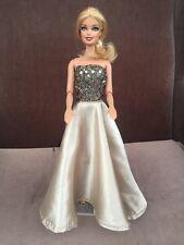 Barbie : robe de NOEL Dorée et noire-livraison offerte d'ici NOEL