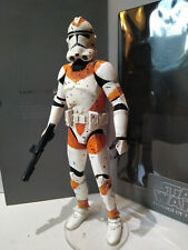 Star Wars 2004 OTC jaune Clone Trooper with Battle Damage Action Figure Loose