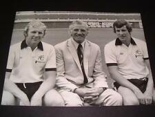 FULHAM FC 1975 BOBBY MOORE & ALAN MULLERY & TED DRAKE RARE ORIGINAL PRESS PHOTO