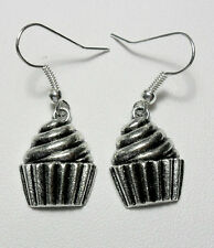 Dangle earrings - silver colour cup cakes