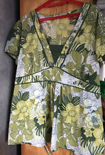 Ladies Summer Floral Top.. Green Mix.. Size 26-28..
