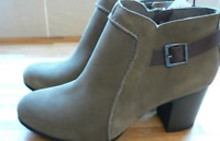 Women's Clarks Enfield Kayla Zip-up Ankle Boots in Olive Suede UK 7/40 Wide BNIB