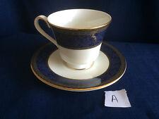 Royal Doulton anglais Brocade Tea Cup & saucerl (deuxième-Tiny gilt Speck) UN