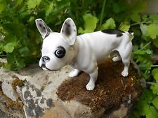 Ancien sujet en porcelaine chien Bouledogue Français 21,5 cm