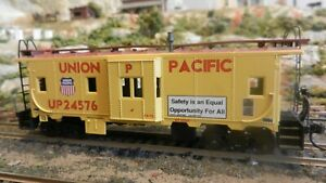Athearn Vintage  HO BB Union Pacific Bay Window Caboose, Upgraded,  Exc.