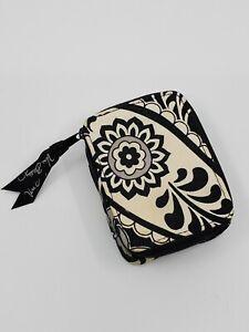 Vera Bradley Travel Pill Case in Black & White floral daisy