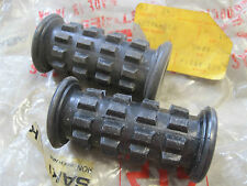 KAWASAKI NOS REAR FOOTREST RUBBERS S1 S2 H1 F9 G4 G5 ( GENUINE)    92076-008