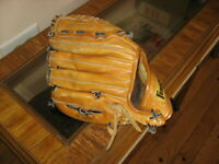 Franklin 4719 Baseball Glove for Right Handed Thrower Leather for Left Hand.