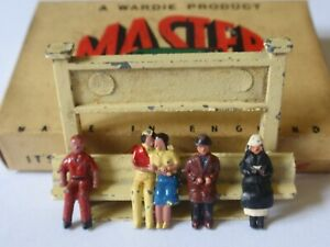 Wardie Master Models - Combined Sets 5 & 39 Station Name Sign & 4 Seated Figures
