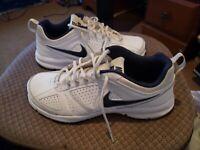 Nike T Lite XI Trainer Athletic Shoes White Black 616544-101 Mens Size US 9.5