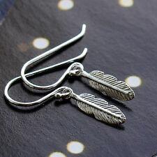 Delicada pluma de plata esterlina pendientes 925 Ganchos de oreja de pescado cuelgan Bohemian Boho