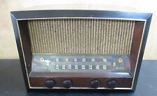 WORKING 1940'S ANTIQUE RCA VICTOR MODEL 68R3 TABLE TOP TUBE RADIO