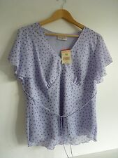 Ladies Lovely Bonmarche Lilac Spotted Waist Length Tie Blouse Size 18, Bnwt