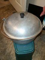 Club Hammercraft Hammered Aluminum Dutch Oven 4qt Pot with Lid