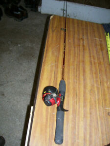 """Vintage Red Shakespeare Ugly Stik Junior Combo # SCLJRR 1100 3'8"""" 1 Piece"""