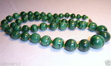Collane e pendagli di bigiotteria in pietra verde