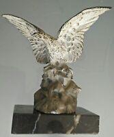 Aigle en bronze patiné sur socle marbre Style bouchon de radiateur automobile.