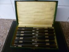 AN ANTIQUE, FRENCH TWELVE PIECE CANTEEN OF WOODEN  HANDLED STEEL, DINNER KNIVES