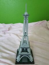 LEGO Building Set with People The Eiffel Tower (21019)