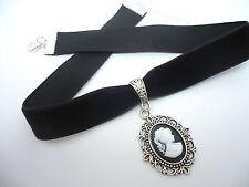 A Ladies Girls Black Velvet Cameo Choker Necklace. New.