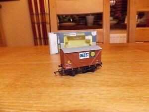 WRENN W5007 BANANA VAN WAGON No B881867 in GEEST Brown Livery OO Gauge