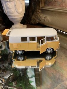 kinsmart KT5060 1962 Volkswagen Classical Bus - Scale1:32 - Pull Back And Go