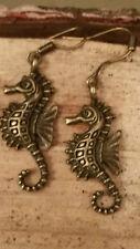 Onorevoli Ragazze Antico Bronzo Sea Horse Charm Gancio Orecchini OCEANO PESCI VINTAGE