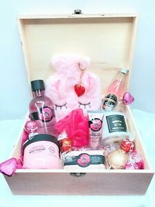 Deluxe Pamper Hamper Gift Box - Valentines, Birthday, Christmas, Mothers Day
