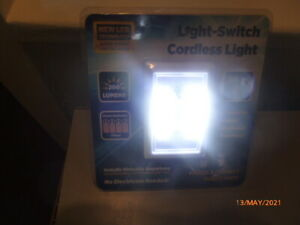 NEW : LIGHT - SWITCH CORDLESS LIGHT : 200 LUMENS  Batteries Fitted : VERY BRIGHT