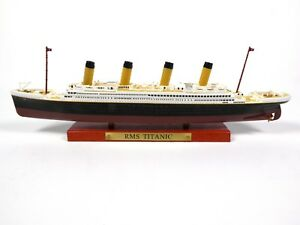Atlas Diecast  R.M.S TITANIC 1:1250 Cruise Ship Wooden Model Boat Toys Crafts