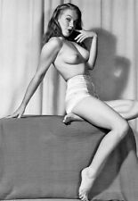 MARILYN MONROE Topless & Barefoot In Shorts Pin-Up 5x7 Photo (MMP-3)