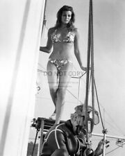 Raquel Welch Actress And Sex-Symbol Pin Up - 8X10 Publicity Photo (Rt767)
