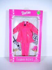 NEW BARBIE DOLL FASHIONS 1995 FASHION AVENUE BOUTIQUE PINK RAIN COAT 14980