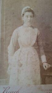 1880'S ANTIQUE CDV PHOTOGRAPH MAID SERVANT - CE BEACH SOUTH KENSINGTON STUDIO