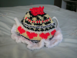NEW Made in Uk Handmade Majestic Tea Cosy 6 cup Hearts Crowns Fairisle Knitted