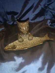 """Vide Poché """"Le Chat et le Poisson"""" en Bronze."""