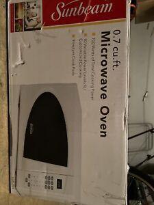 sunbeam microwave 0.7cu Dorm Size