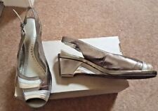 K for CLARK SHOES Gold Leather Wedge Peep Toe Shoes size 5 gold/silver/bronze