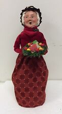 Byers Choice Caroler Gingerbread Mrs Claus Red Dress Wreath With Cookies