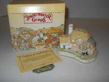 """4"""" David Winter Cottages 1992 Birthstone Wishing Well (October-opal) w/Coa + Box"""