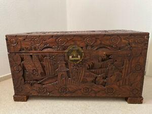 Holzkiste Truhe handgeschnitzt aus China / Hong Kong 30/40er Jahre 100x53x50 cm