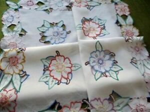 """Vintage Hand embroidered tablecloth - Linen - 35""""sq"""