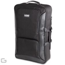 Valises, caisses et sacs noirs UDG pour équipement audio et vidéo professionnel