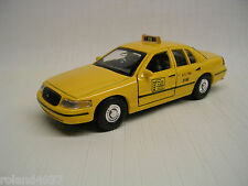 1999 Ford Crown Victoria New York Taxi 1:39 Die Cast Welly 49762 Yellow